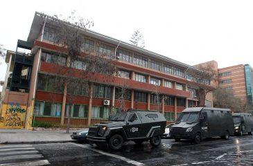 Funcionaria rociada con bencina en liceo Darío Salas no se tomó licencia