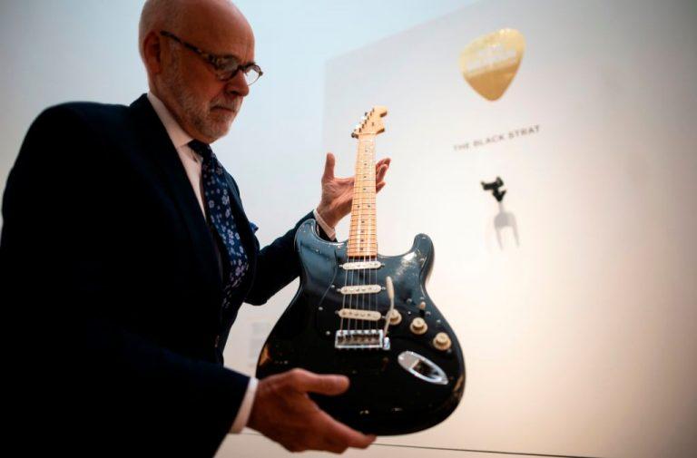 David Gilmour logra histórico récord: subastan sus guitarras por 21.5 mdd