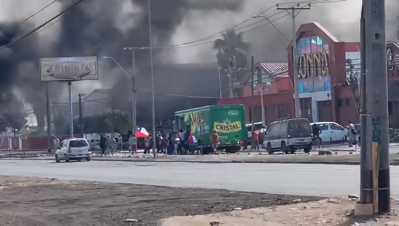 Camión de cervezas es saqueado en Arica - Radio Concierto