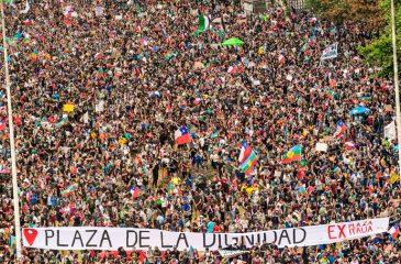 plaza italia dignidad k-pop