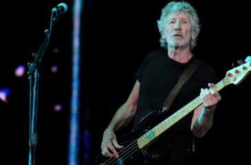 Roger Waters Us+Them web