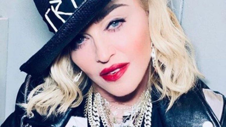 Madonna burla la censura de Instagram con un sujetador transparente
