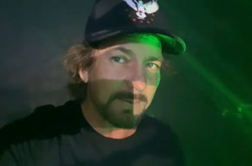 Pearl Jam Eddie Vedder Selfie
