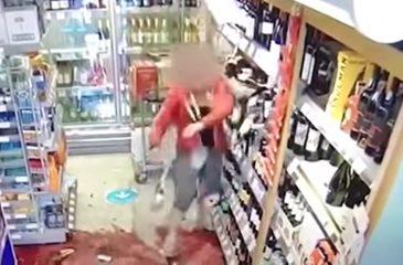 Mujer destroza tienda