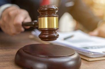 Juez hombre 41 años demanda a sus padres GettyImages-1133007687 web