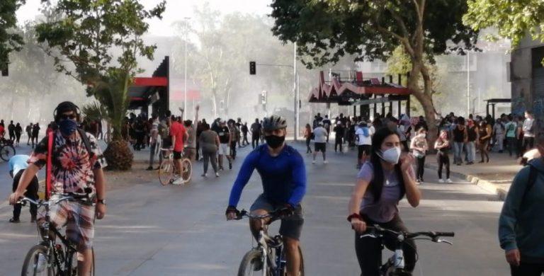 Disturbios y detenidos en plazas de Santiago — Plebiscito en Chile
