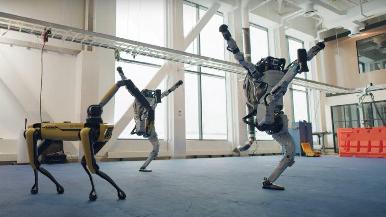 robots bailando rocanrol