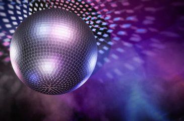 Bola disco GettyImages-648856890 bailable concierto año nuevo 2021