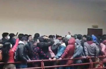 Universitarios Cayeron De Un Cuarto Piso Bolivia