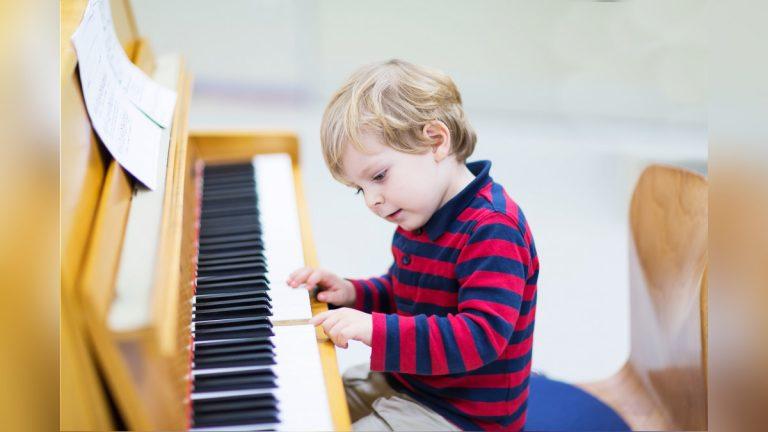 Niño Músico Pianista Genio