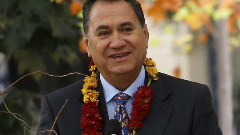 Pedro Edmunds Paoa(1)